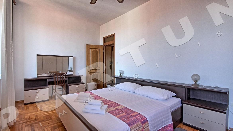 Zweistöckige Wohnung mit drei Schlafzimmer mit Meerblick im Zentrum ...