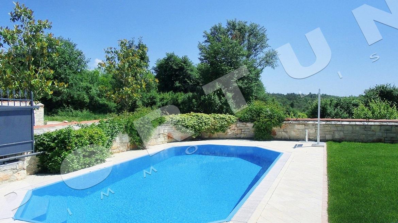 haus mit einem schwimmbad in der n he von porec kroatien. Black Bedroom Furniture Sets. Home Design Ideas