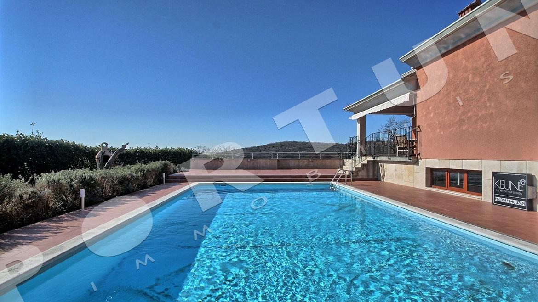komplett eingerichtetes haus mit einem pool ein paar minuten fahrt von rovinj entfernt. Black Bedroom Furniture Sets. Home Design Ideas