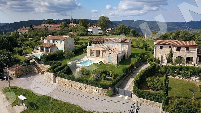 Boutique villa im zentrum von istrien mit panoramablick for Planimetrie di lusso